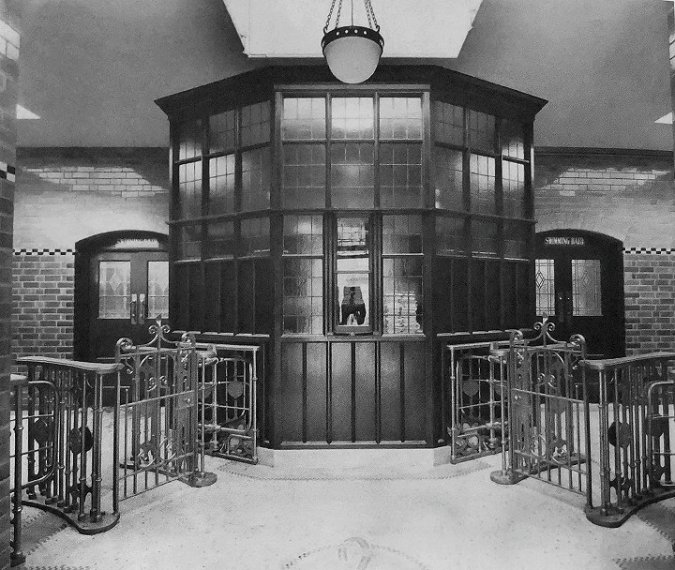 Erdington_Swimming_Baths_Entrance_circa_1955